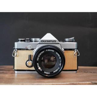 オリンパス(OLYMPUS)の【ウッドカメラ】Olympus OM1 セット メープルホワイト天然木使用(フィルムカメラ)