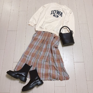 ジャーナルスタンダード(JOURNAL STANDARD)のロゴスウェットコーデ♡holidayジャーナルスタンダードチェックスカート(ロングスカート)