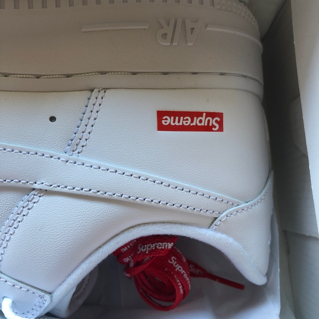 Supreme(シュプリーム)のSupreme Airforce1 NIKE 26cm ナイキシュプリーム 白 メンズの靴/シューズ(スニーカー)の商品写真