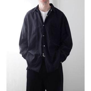 【COMOLI】COMOLI ナイロンシルク中綿シャツジャケット 2