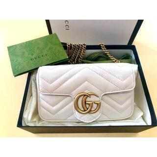 Gucci - GUCCI グッチ GGマーモント レザー スーパーミニバッグ ホワイト
