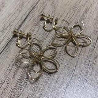 イヤリング ゴールド 花