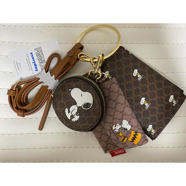しまむら(シマムラ)のスヌーピー マルチショルダー 3連 レディースのバッグ(ショルダーバッグ)の商品写真