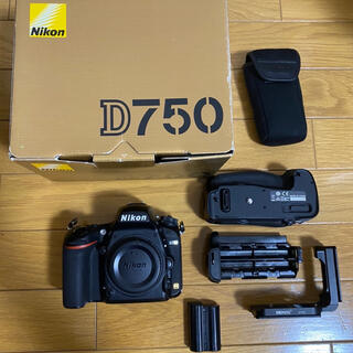 Nikon - 売り切りたいため値下げ!値引き交渉可!Nikon D750 ボディ+おまけ