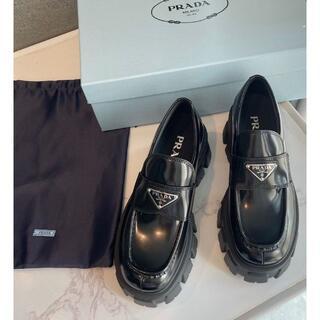 プラダ(PRADA)のPRADA プラダ ローファー ロゴ プレート(ローファー/革靴)