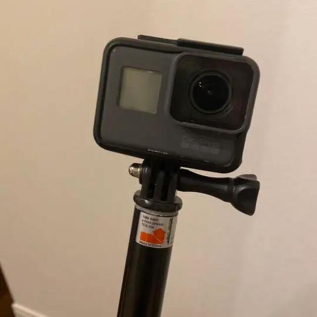 GoPro(ゴープロ)のGoPro HERO5 正規品 棒付き スマホ/家電/カメラのカメラ(コンパクトデジタルカメラ)の商品写真