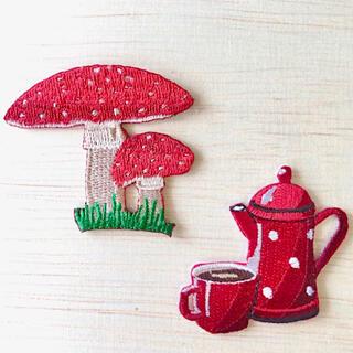 キッチュSET 《2個》アイロン刺繍ワッペン きのこ ポット 赤 フランス雑貨(各種パーツ)