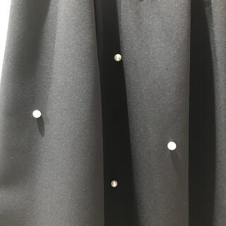 エージーバイアクアガール(AG by aquagirl)のパール付きスカート Mサイズ(ひざ丈スカート)