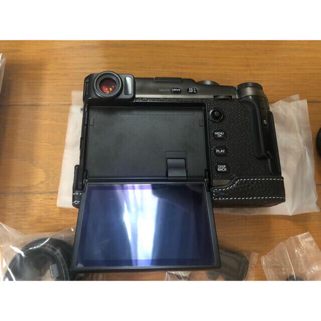 富士フイルム(フジフイルム)のFUJI FILM X-PRO3 DRBLACK 本体と予備充電2個 スマホ/家電/カメラのカメラ(ミラーレス一眼)の商品写真
