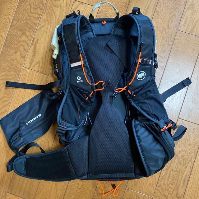 Mammut(マムート)の【専用】MAMMUT リュック Ducan Spine 28-35 スポーツ/アウトドアのアウトドア(登山用品)の商品写真