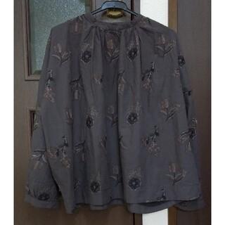 サンバレー(SUNVALLEY)のtukuroi by SUNVALLEY コットンリネン総柄刺繍 ブラウス(シャツ/ブラウス(長袖/七分))