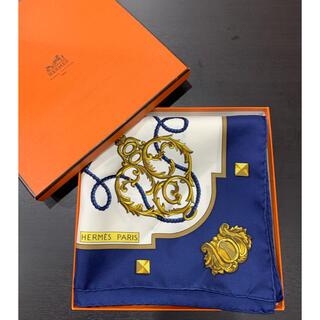 エルメス(Hermes)の未使用品 定価5.7万 エルメス カレ90 シルク ブルー スカーフ 箱(バンダナ/スカーフ)