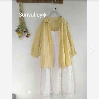 サンバレー(SUNVALLEY)のサンバレー製品染襟元ギャザーチビ襟シャツ(シャツ/ブラウス(長袖/七分))