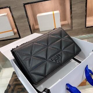 PRADA - プラダの黒いチェーンバッグ