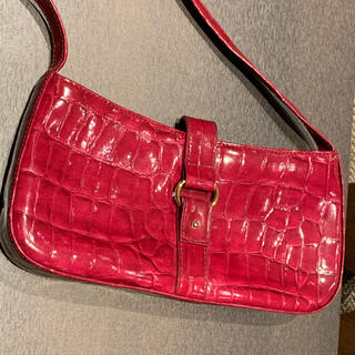 マンゴ(MANGO)の✳️新品未使用◆赤い形押しバッグ◆MNGマンゴー(ハンドバッグ)