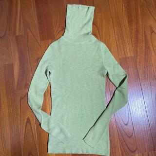 ユニクロ(UNIQLO)の人気UNIQLO wool100%タートルニット美品(化粧下地)