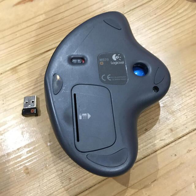 ロジクール トラックボールM570 ジャンク品 スマホ/家電/カメラのPC/タブレット(PC周辺機器)の商品写真