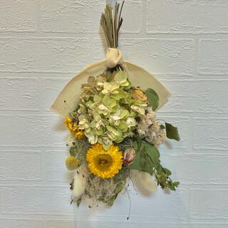 ドライフラワースワッグ ヘリクリサム カシワバ紫陽花 誕生日ブーケ ウエディング