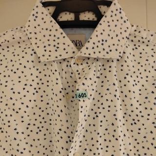 ZARA - ZARA 白地に小さなネイビー花柄プリントのメンズシャツ