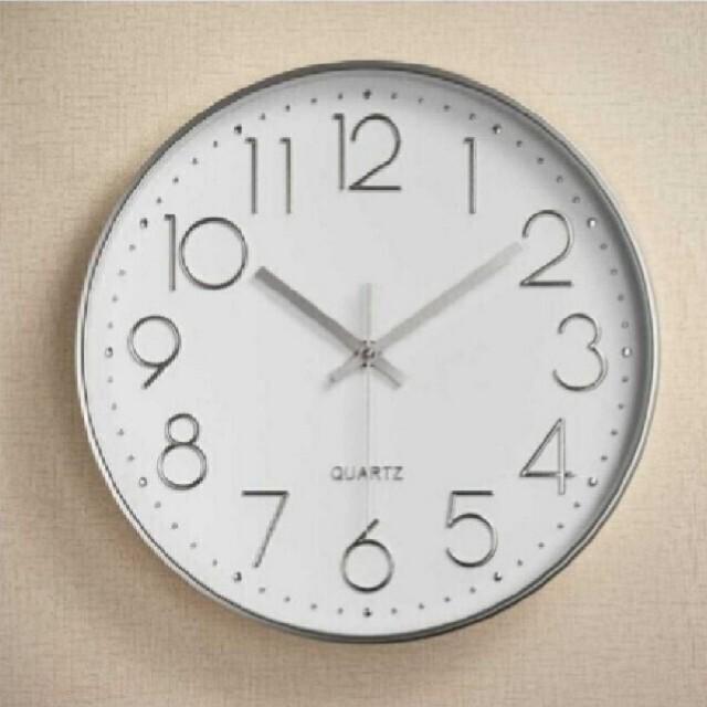 【掛時計】時計 壁掛け時計 クォーツ 銀白  インテリア/住まい/日用品のインテリア小物(掛時計/柱時計)の商品写真