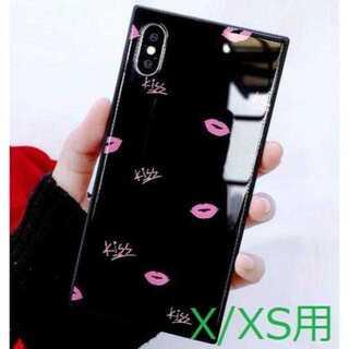 【iPhoneX/XS用:ブラック】キスマーク柄 スクエアタイプ