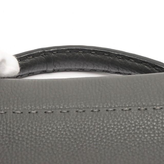 FENDI(フェンディ)の正規品 定価50万円 フェンディ ピーカブー フィット グレー セレリア メンズのバッグ(ビジネスバッグ)の商品写真