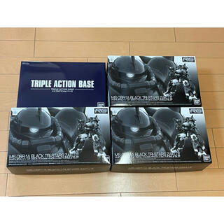 BANDAI - RG 黒い三連星専用ザクII 3機セット【トリプルアクションベース付き】
