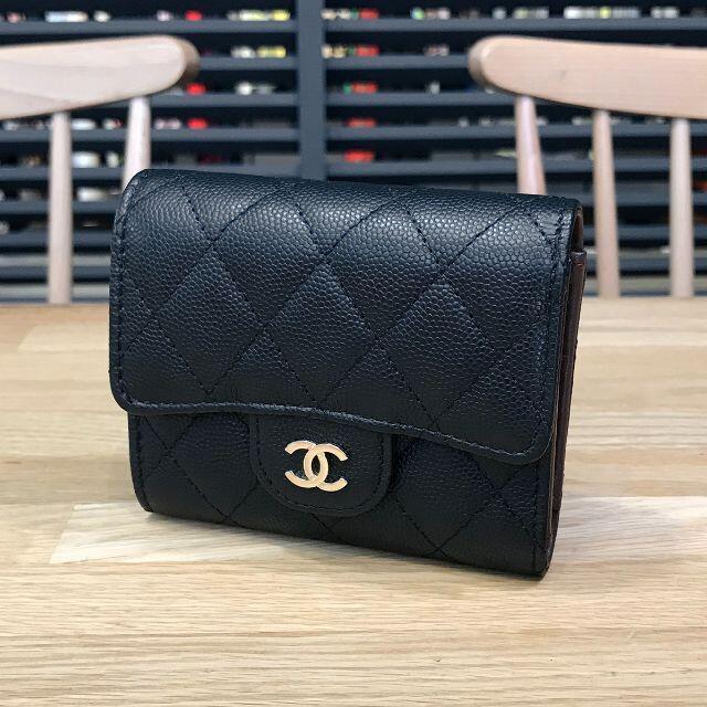 CHANEL(シャネル)の新品同様 シャネル マトラッセ コンパクト財布 グレインドカーフスキン 黒 レディースのファッション小物(財布)の商品写真