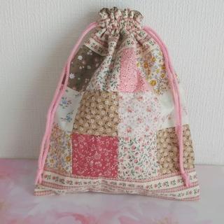 パッチワーク巾着袋 ハンドメイド(ポーチ)