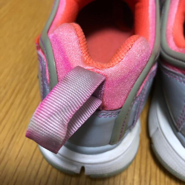 NIKE(ナイキ)のナイキ ダイナモフリー 【21.5㎝】 キッズ/ベビー/マタニティのキッズ靴/シューズ(15cm~)(スニーカー)の商品写真