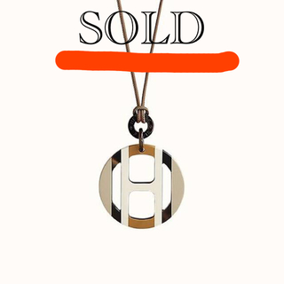 Hermes - ◆国内完売品◆Hエキップ バッファローホーン ペンダント
