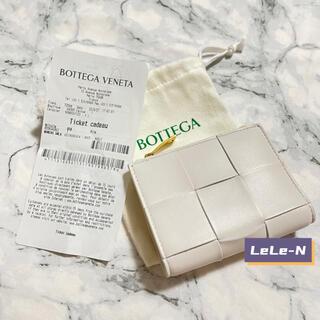 ボッテガヴェネタ(Bottega Veneta)のBOTTEGA VENETA<新品レシート付き>カセット2つ折り財布 チョーク(財布)