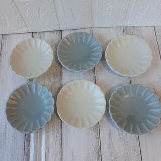 【6枚】新品 日本製 美濃焼 菊形 小皿 豆皿 ホワイト グレー マット(食器)
