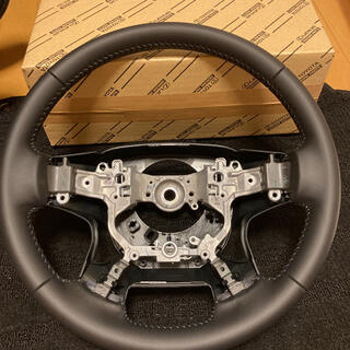 トヨタ(トヨタ)の新車外し ランドクルーザープラド 純正本革ハンドル 70th(車内アクセサリ)