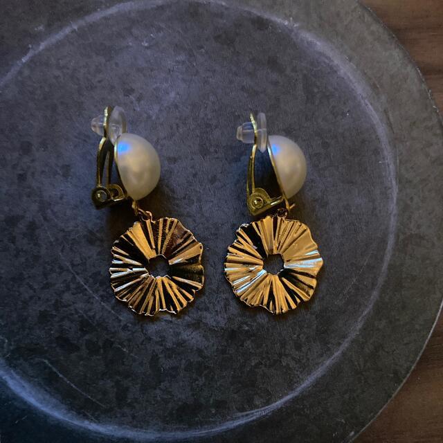 0919-3ꫛꫀꪝ 在庫整理中SALEパールとゴールド イヤリング ハンドメイドのアクセサリー(イヤリング)の商品写真