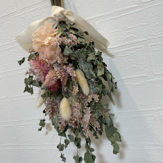 ドライフラワースワッグ ナチュラルブーケ ウエディングブーケ 花束 インテリア ハンドメイドのフラワー/ガーデン(ドライフラワー)の商品写真