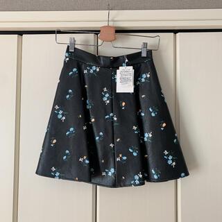 マーキュリーデュオ(MERCURYDUO)のフェイクレザー 花柄 スカート(ミニスカート)