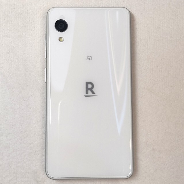 楽天mini  ホワイト 美品 本体のみ スマホ/家電/カメラのスマートフォン/携帯電話(スマートフォン本体)の商品写真