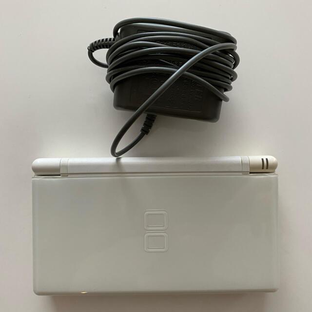 任天堂(ニンテンドウ)の任天堂DSライト ホワイト エンタメ/ホビーのゲームソフト/ゲーム機本体(携帯用ゲーム機本体)の商品写真