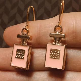 Dior - 残り僅か❣️18.ヌーディーピンク香水瓶ピアス人気 ノベルティー CHANEL