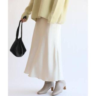 イエナ(IENA)の【新品】IENA サテンスリットスカート 34 ナチュラル(ロングスカート)