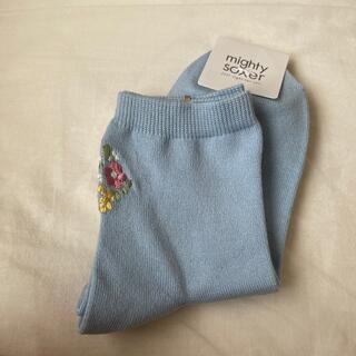 クツシタヤ(靴下屋)の靴下 ソックス 水色 お花 刺繍(ソックス)