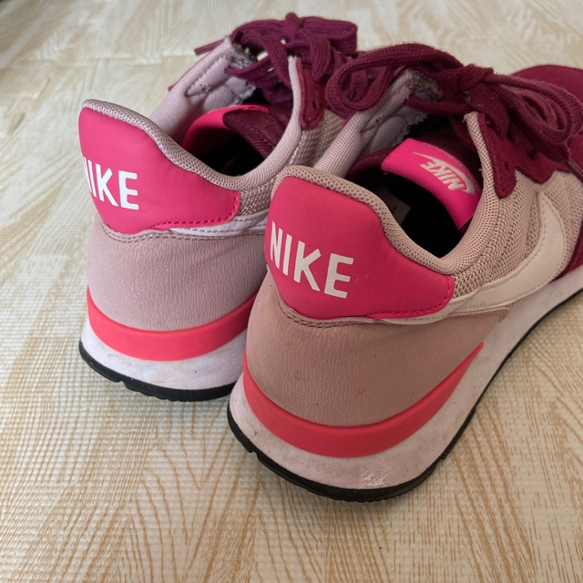 NIKE(ナイキ)のNIKE 24.5cm スニーカー レッド ピンク 靴 ナイキ  レディースの靴/シューズ(スニーカー)の商品写真