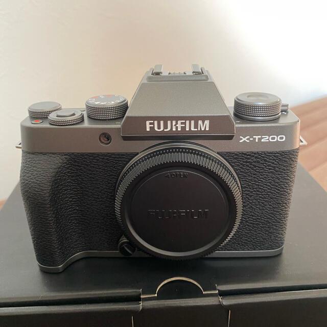 富士フイルム(フジフイルム)のFUJIFILM x-t200 本体 スマホ/家電/カメラのカメラ(ミラーレス一眼)の商品写真