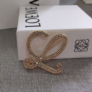 LOEWE - 売り上げ★ロエベLoewe ブローチ 真珠 刻印 綺麗