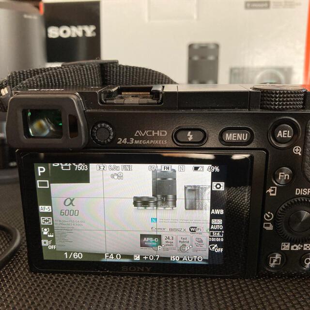 SONY(ソニー)のα6000ダブルズームキット ストラップ、レンズフィルターお付けします スマホ/家電/カメラのカメラ(ミラーレス一眼)の商品写真