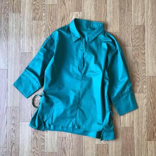 グレイル(GRL)のGRL(グレイル)グリーンシャツ(シャツ/ブラウス(長袖/七分))