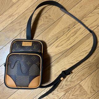 LOUIS VUITTON - ルイヴィトン NIGOコラボ アマゾン スリング バッグ N40379 未使用