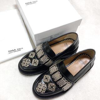 トーガ(TOGA)のTOGA PULLA トーガプルラ メタル ローファー 靴(ローファー/革靴)