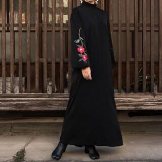 mame - iCONOLOGY 花を着るワンピース#03【赤椿】-black-